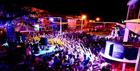 Νυχτερινη Ζωη και Διασκεδαση στη Σαντορινη